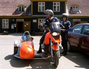 Familienausflug mit dem Beiwagenmotorrad